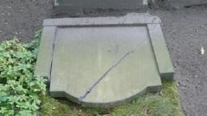 Vernielingen op begraafplaats Goor (foto: RTV Oost)